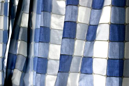 Blårutiga gardiner