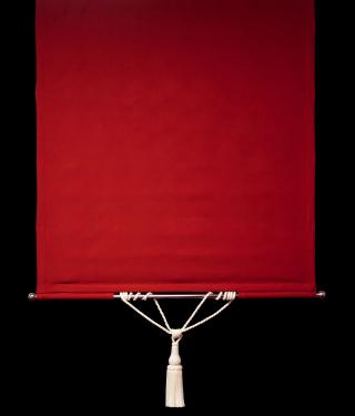 Röd panelgardin